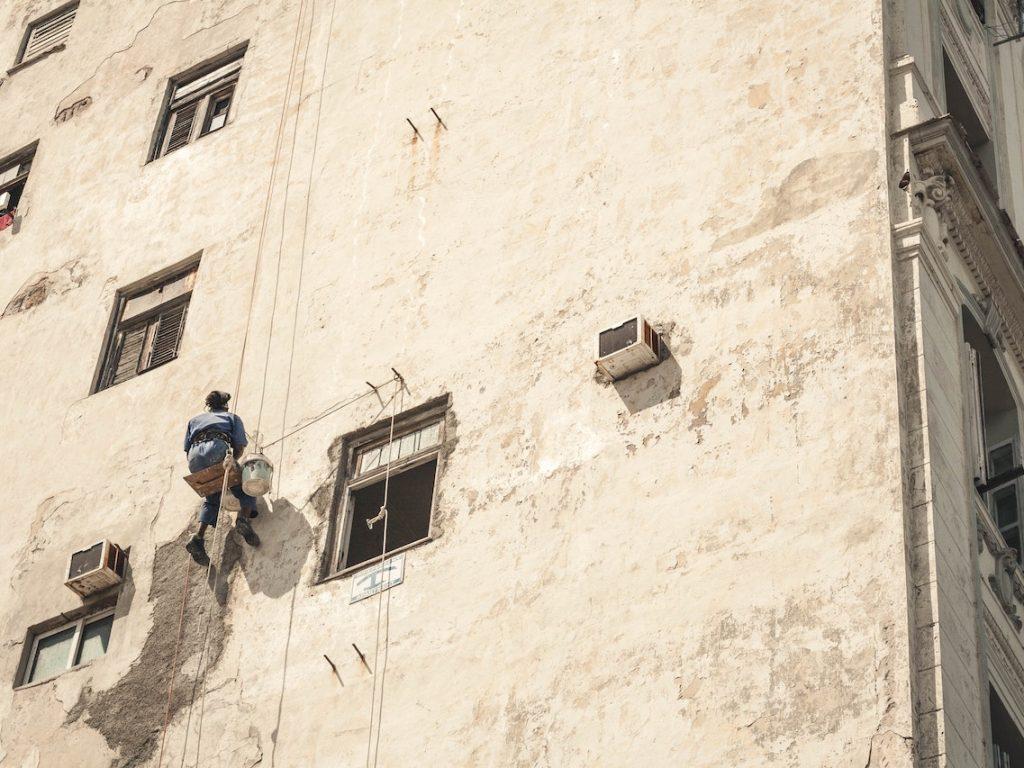 Hur sjutton putsar man bra fönster?